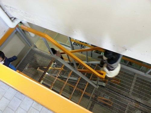 平山発電所 足元注意! スケルトンの階段