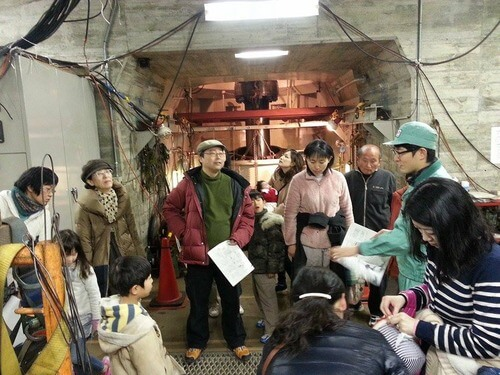 平山発電所 四国電力のかたの説明を聞く
