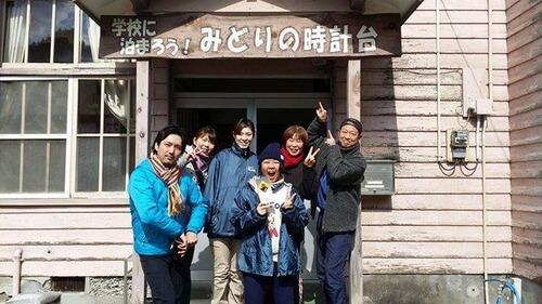 みどりの時計台 旧川口小学校 入り口前で 集合写真