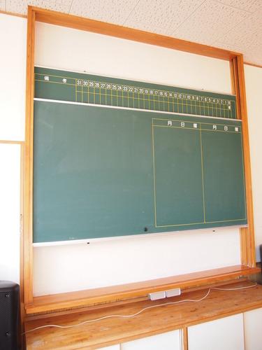黒板も上下が入れ替わる最新のやつ