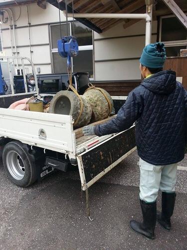 石臼の運搬