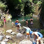 ほっと平山での夏の田舎体験-川遊び写真
