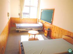 ベッド部屋 1部屋(旧校長室)「甫喜ヶ峰」