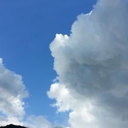 雲一つない空?